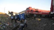 Tren TIR'ı biçti: 1 ölü