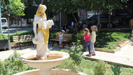 Su taşıyan kız heykeline ramazan imajı