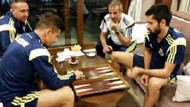 Fenerbahçe'li futbolcuların tavla keyfi