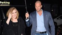 Adele'in yakışıklı koruması fenomen oldu
