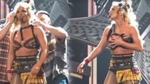 Britney Spears'in kıyafeti sahnede açıldı!