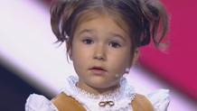Dünya bu kızı konuşuyor; 4 yaşında tam 7 dil biliyor!