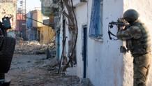 Nusaybin'de PKK'lılar, kaymakamlık konutuna ateş açtı: 1 polis yaralı