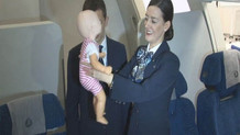 Alkışlar bebeğin hayatını kurtaran THY hosteslerine