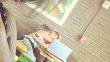 Parkta, metroda, barda kimseye aldırmadan sevişen çiftleri gizlice çekip rezil ettiler