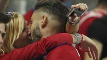 Carrasco'dan milyonların önünde finale damga vuran öpücük!