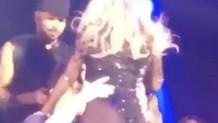 Mariah Carey'den sahnede kucak dansı