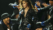 Selena Gomez kariyerine ara verdi!