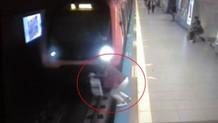 Kadın metronun önüne böyle atladı!