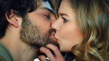 Burcu Biricik'in kocası öpüşme sahnelerine kızıyor mu?