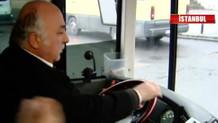 Yolculara kırılan otobüs şoförü hepsini aşağı indirdi