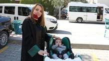 Avukat anne duruşmalara 4 aylık bebeğiyle katılıyor
