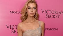 Victoria's Secret meleği Stella Maxwell transparan elbisesiyle göz kamaştırdı