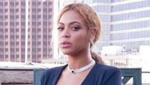 Beyonce'nin bacakları olay oldu