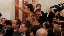 Le Pen'in toplantısında FEMEN krizi