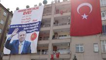 Flaş: Cumhurbaşkanı Erdoğan, Mardin'de 4 dilde pankartla karşılandı
