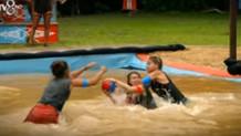 Survivor'da Tuğçe ve Şahika havuzda kavga etti