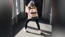 Aleyna Tilki'den havaalanında çılgın dans!