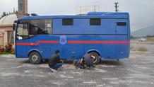 FETÖ sanıklarını taşıyan cezaevi nakil aracı spin attı