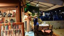 Tuğba Melis Türk beyaz elbisesiyle Bodrum'da alışveriş turunda
