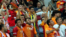 Taraftardan yönetime protesto, Sneijder'e alkış