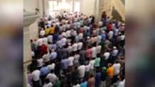 Cuma namazında hep bir ağızdan İstiklal Marşı'nı okudular
