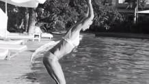 Çağla Şikel havuza böyle atladı