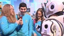Rus devlet televziyonunun övdüğü yüksek teknolojili robot insan çıktı