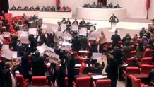 Meclis'te olay: CHP'li vekillerden Bakan Turhan'a protesto