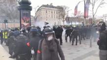 Fransa'da polis sarı yeleklilere müdahale ediyor! (CANLI)