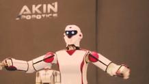 Erik Dalı oynayan robot