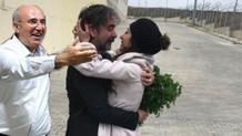 Deniz Yücel ve eşinin kavuşmasına sosyal medyada Mahmut Tanal'lı yorumlar!