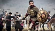 Kenan İmirzalıoğlu at binip kılıç kullanarak 5 kilo verdi