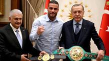 Cumhurbaşkanı Erdoğan Suriyeli boksör ile bir araya geldi