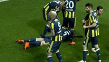 Mehmet Topal'ın kafasına yabancı cisim atıldı