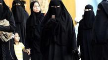 Suudi Arabistanlı kadınlar artık çarşaf giymek zorunda değil