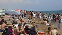 Oy veren Antalyalı sahile koştu