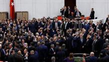 Meclis'te yer problemi: Erken gelen oturuyor, vekiller yerlerde