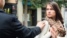 Fransa'da kadına elle ve sözle tacize hapis cezası