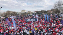 Tank fabrikasının devrine karşı binlerce kişi toplandı