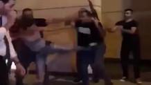 Lübnan'daki protestolar sırasında silahlı bakan korumasına tekme atan kadın sembol oldu
