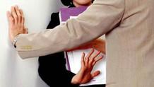 Kadın doktorun taciz isyanı: Eğilip göğüslerime bakıyorlar..