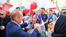 CHP'li belediye başkan adayından kampanya: Başörtüsü dağıttı