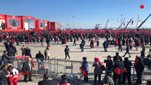 Cumhuriyet yazarı AKP mitingindeki havayı yazdı: Bi selfie çekip koyalım..