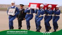 AKP'li aday şehit cenazesini seçim afişinde kullandı