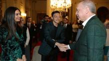 Erdoğan'ın Dolmabahçe'deki iftar yemeğinde Mesut Özil sürprizi