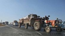 İdlib'den kaçan on binlerce sivil Türkiye sınırına geldi