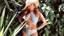 Yonca Evcimik doğum gününü bikinili fotoğrafıyla kutladı