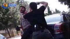 Silvan'da polis gazetecinin kafasına silah dayadı