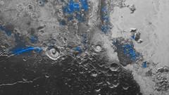 Plüton'da mavi gökyüzü ve buz var